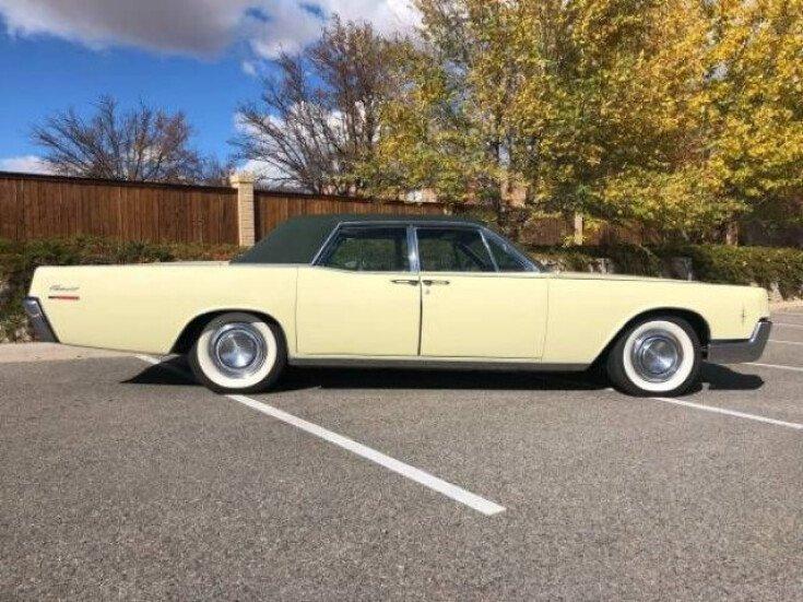 1966-Lincoln-Continental-american-classi
