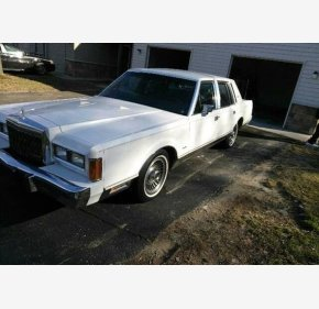 1989 Lincoln Town Car >> Lincoln Town Car Classics For Sale Classics On Autotrader