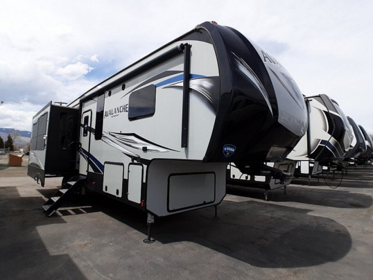 2018 Keystone Avalanche for sale 300326755